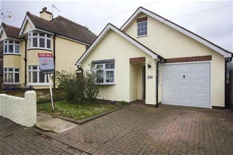 2 bedroom detached bungalow for sale 2 bedroom detached bungalow for sale in spenser road herne