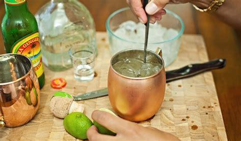 Gelas Tembaga 7 biasa minum dari gelas kaca kamu harus coba minum dari gelas tembaga ini alasannya