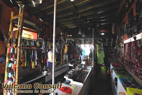 interno negozio vendesi negozio isola di stromboli id1030