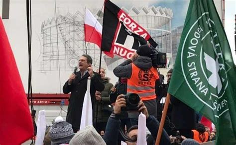 fiore forza nuova forza nuova ha manifestato alla marcia nazionalista di