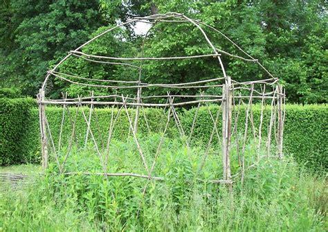 Topinambur Garten Pflanzen by Hausgarten Nutzgarten Weidenflechtwerk Spalier Topinambur