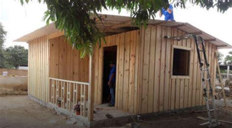 casas de co en madera construyen primera casa de madera a familia damnificada en