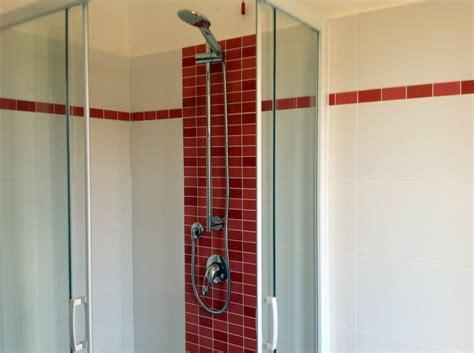 mosaico rosso bagno progetto ristrutturazione bagno rosso idee