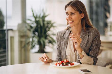 coba trik diet  makan   sehari lebih efektif