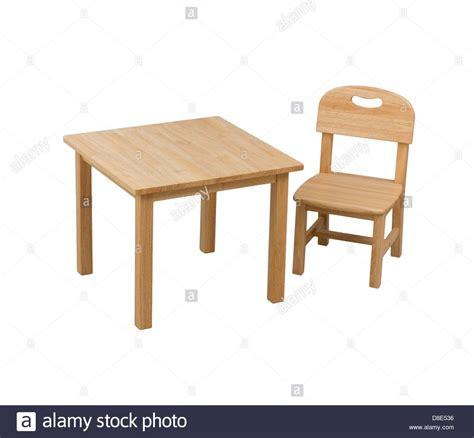 kinder schreibtisch stuhl einen kleinen h 246 lzernen stuhl und schreibtisch f 252 r kinder