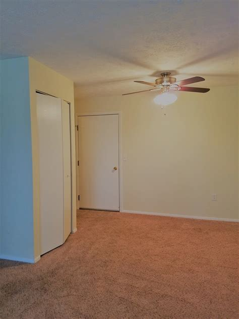 living room bedroom dinettes oh yeah 5325 13th st sw canton oh 44710 rentals canton oh
