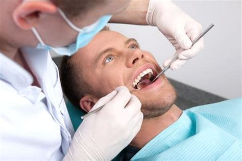 patient wakes up after tooth extraction anaesthetic to find dentist s in his sick