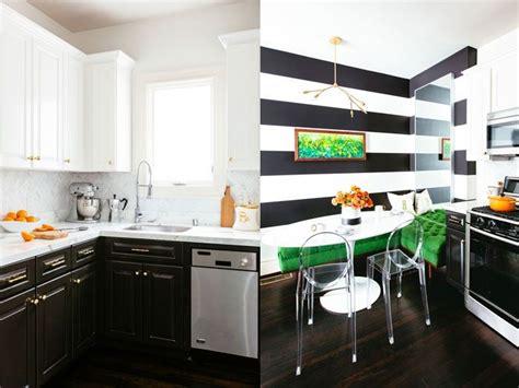 Una cocina muy chic decorada en blanco, negro y verde · A