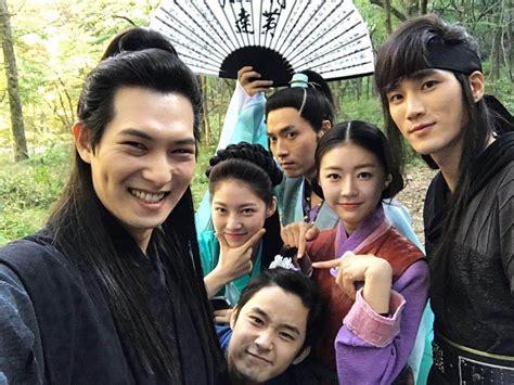 film korea romantis wajib ditonton 7 drama korea terbaik dan terbaru 2017 wajib ditonton