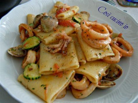 cucina giallo zafferano primi piatti paccheri vongolo calamari zucchine ricetta primi piatti