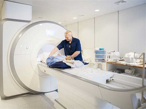 Mba Degree Nuclear Medicine Technology by What Does A Nuclear Medicine Technologist Do And How To