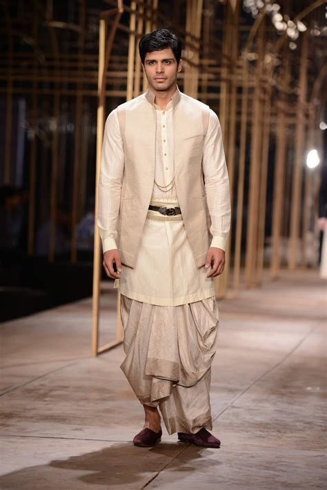 From the 2013 Tarun Tahiliani?s mens bridal collection. He