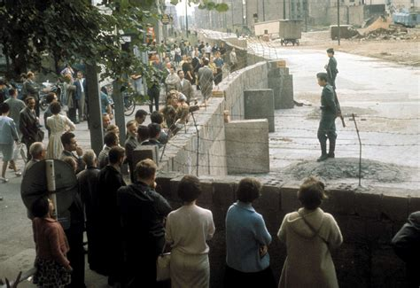 Berlin Wall Essay by Why Was The Berlin Wall Built In 1961 Essay Writing