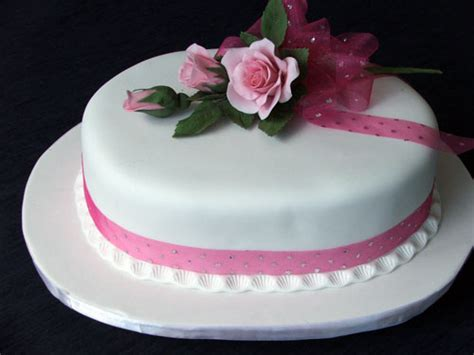Exquisite Cakes by Chrissie   Yummy beautifully decorated