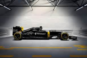 Renault Formula 2016 Renault Rs16 Formula 1 Car Wears Black Yellow