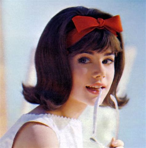 hair styles with flips for the 60s flip hairstyles hairband bows ok i confess