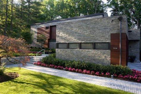 haggetts newly painted building haggetts aluminum pierre de parement ext 233 rieur pour une fa 231 ade moderne
