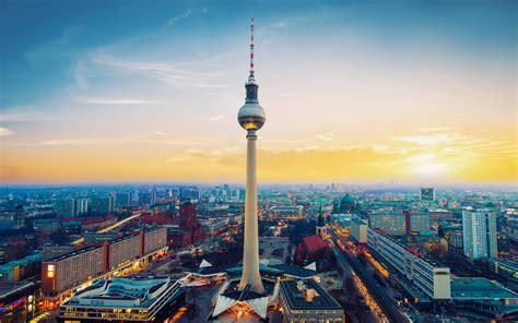 wallpaper fernsehturm berlin tv tower berlin germany