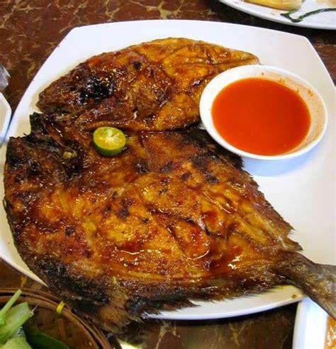 resep  membuat masakan ikan bawal bakar  sambal