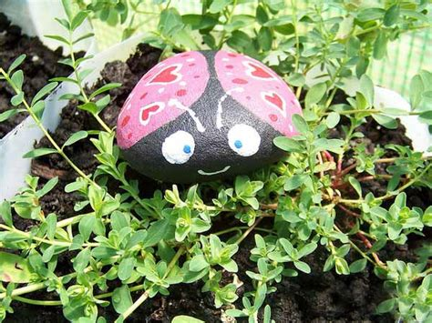 Painted Rocks For Garden Painted Rocks For Artistic Yard And Garden Designs 40 Rockpainting Ideas