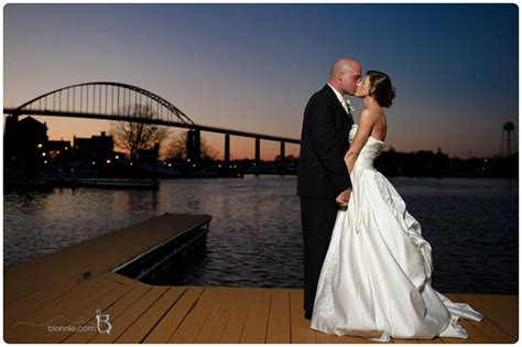 wedding ceremony photos chesapeake city maryland by photographers of delaware wedding photographer blonnie serves