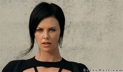 aeon flux black s hairstyle charlize theron aeon flux movie hairstyle strayhair
