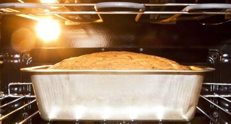 Middle Oven Rack by Stop Using The Middle Rack For Everything That Goes In The