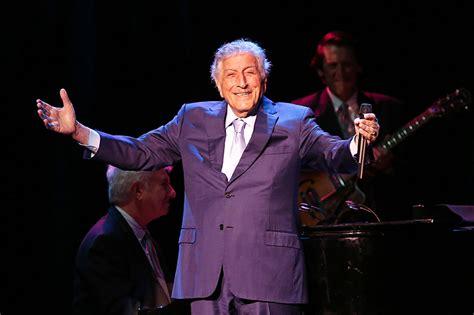 tony bennett  left  heart   rialto square theatre chicago concert reviews