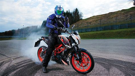 Difference Between Ktm 200 And 390 Spec Comparison Pulsar 200ns Vs Duke 200 Vs Rc 200 Vs