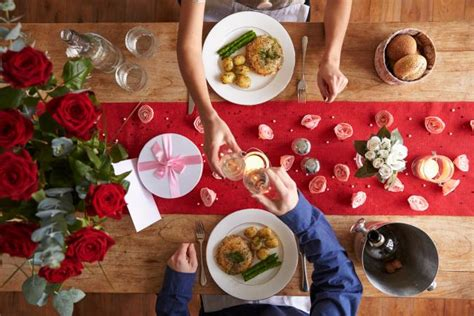 how to use a table runner how to use table runners lovetoknow