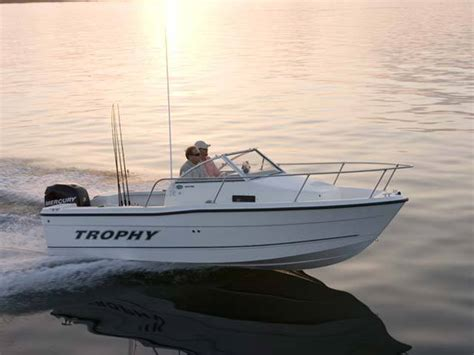 trophy boats 1802 walkaround specifications research 2010 trophy boats 1802 walkaround on iboats