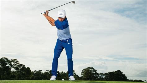 top view golf swing ruthless golf a quick wedge tip from rickie fowler
