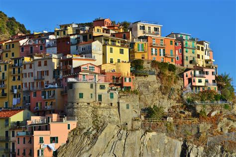 italy houses pictures italy manarola crag cities houses