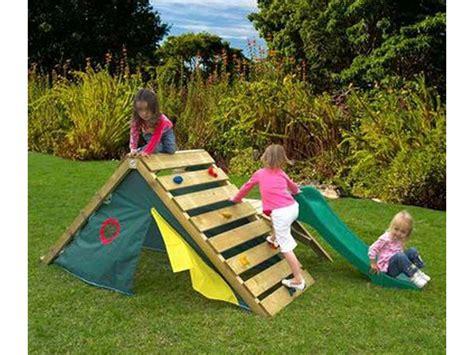 backyard climbers las casas de palets para ni 241 os m 225 s divertidas