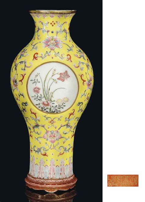 Qianlong Vase by A Famille Yellow Ground Wall Vase Qianlong Gilt