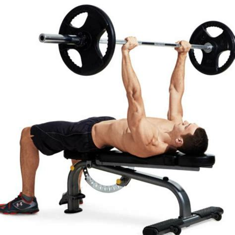 bench presser how to properly execute a barbell bench press muscle