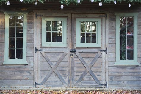 From Rustic To Chic 15 Kitchens With Barn Door Accents Kitchen Barn Door