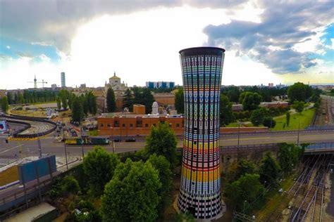 arcobaleno piastrelle torre arcobaleno 100mila piastrelle a lucido risplende