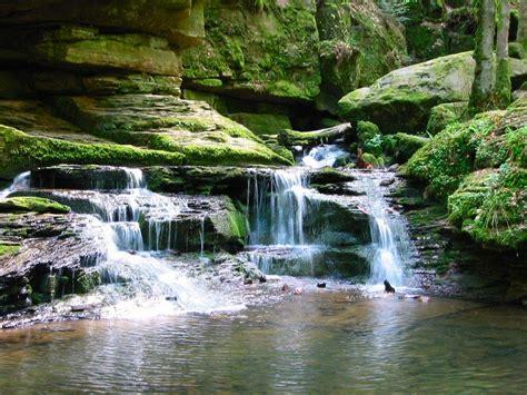 imagenes fuentes naturales de agua per 243 xido de hidr 243 geno como gotas de agua oxigenada en la