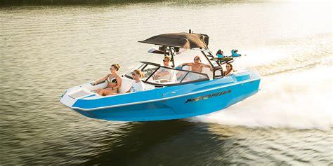 ski boat moomba moomba helix tow boat raptor power kicker audio