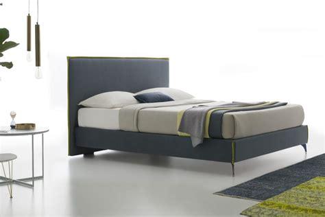 camere da letto con letto contenitore letto contenitore lukas con giroletto sollevato da terra