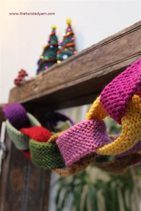 more unfeasibly easy to knit christmas decorations the