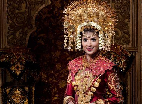 Baju Adat Padang Anak Perempuan Minang Melayu Sumatra Padusi suntiang minang adalah hiasan kepala pegantin perempuan minang