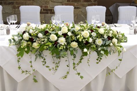 flowers on table jennifer poynter flowers wedding flowers dorset 187 james