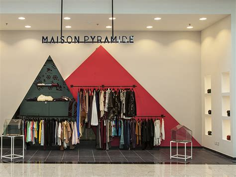 maison pyramide family  moved  mall  egypt