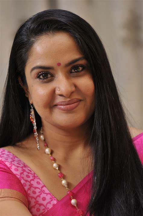 actress pragathi picture 828694 actress pragathi in dongata telugu movie