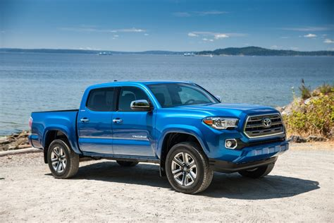 sales of toyota light trucks helps toyota sales climb 11 7 in november