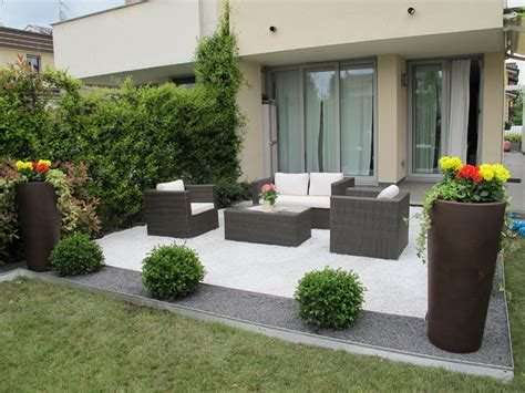 poltrone e sofa prato giardino moderno l area relax in ghiaia e nera
