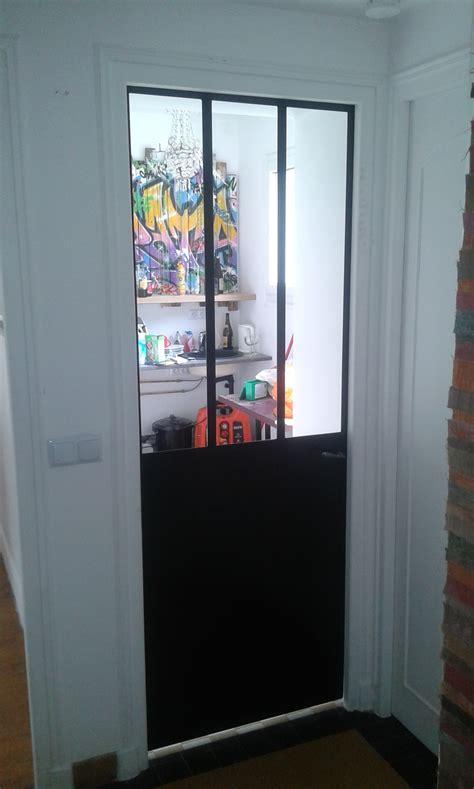 charni鑽e pour porte de cuisine petit cachet pour cette cuisine avec sa verri 232 re et
