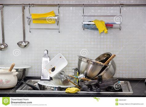 cuisine sal馥 ustensile sale sur la cuisine photographie stock libre de